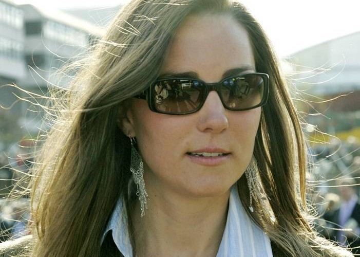 Kate Middleton in sunglasses image from celebritysunglasseswatcher.com