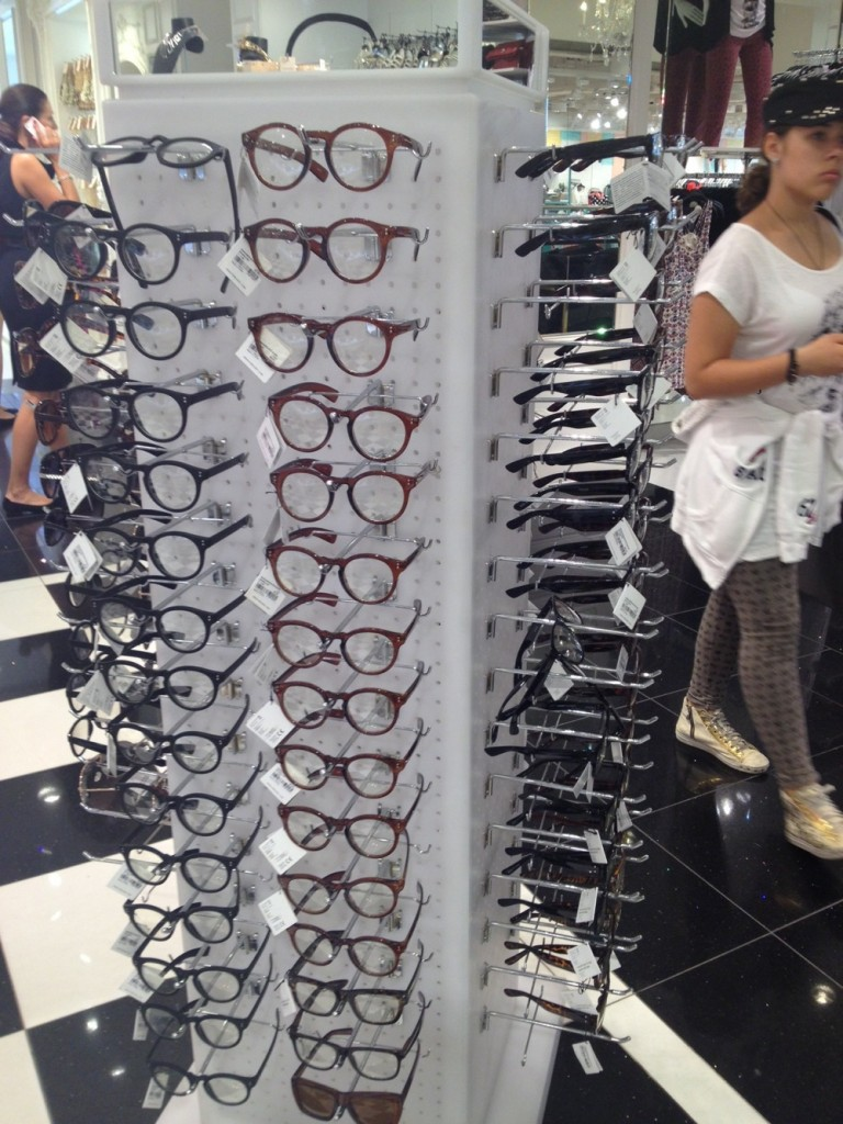 Forever21 shop Layout with Glasses
