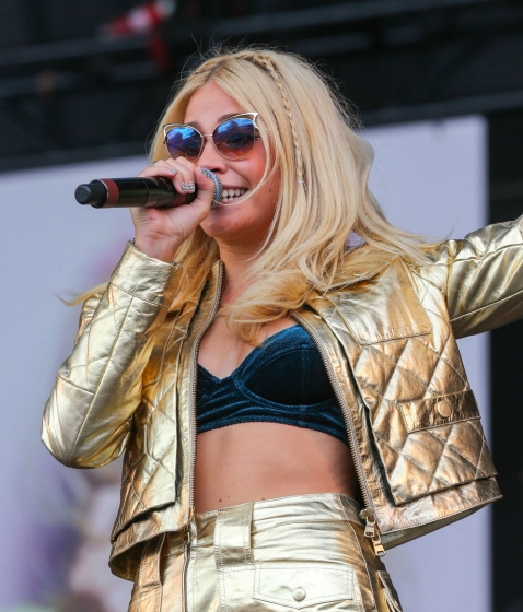 Pixie Lott Sunglasses V Festival 2014 - Image Source: Look.com