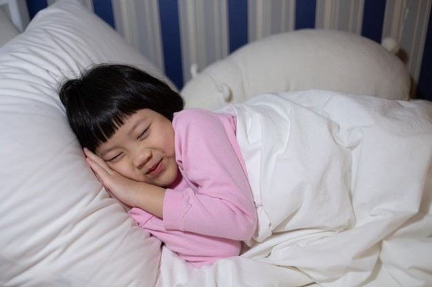 Can sleeping late causes short sightedness?